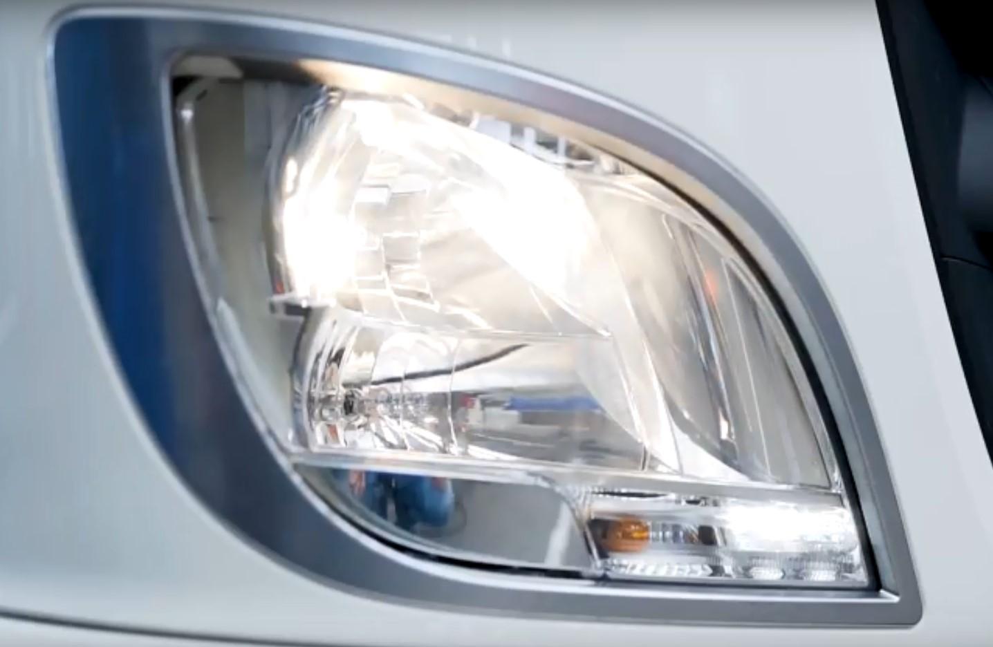 Замена лампочки фары головного света DAF XF EURO6